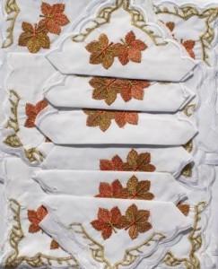 Скатерть белая с салфетками 150х220см(550)