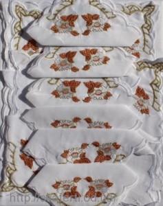 Скатерть белая с салфетками 150х220см(550/8)