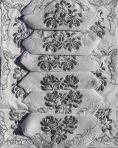 Скатерть белая с салфетками 150х220см(550/22)