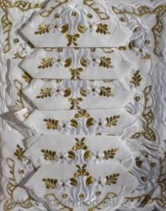 Скатерть белая с салфетками 150х220см(550/15)