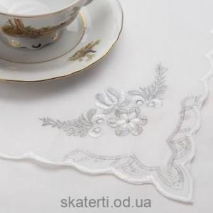 Скатерть белая с салфетками 150х220см(550/30)